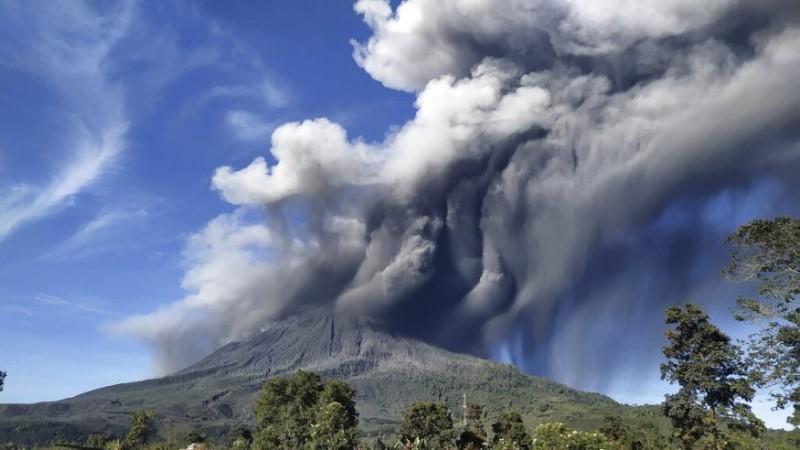 इंडोनेशिया के माउंट सिंबुंग को फिर से किया गया बंद