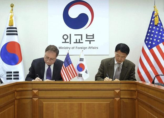 अमेरिका लागत में हिस्सेदारी पर बातचीत करेगा दक्षिण कोरिया