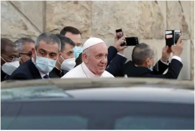 पोप फ्रांसिस ने इराक में शीर्ष शिया मौलवी के साथ की बैठक