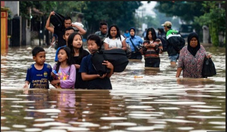 Indonesia floods disaster killed 50 people and many injured