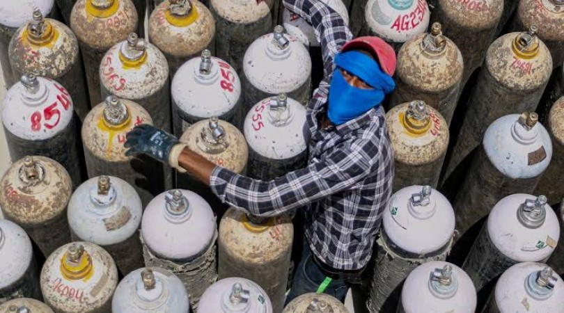कोरोना संकट के बीच  IAF ब्रिटेन भारत भेजगा 900 ऑक्सीजन सिलेंडर