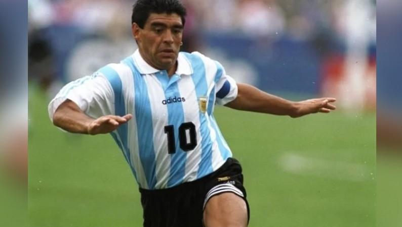 अर्जेंटीना फुटबॉल लीजेंड डिएगो माराडोना का निधन