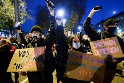 Demonstrators clash with French policemen over new security law
