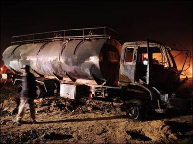 LPG भरे टैंकर और कार की दुर्घटना में 12 की मौत