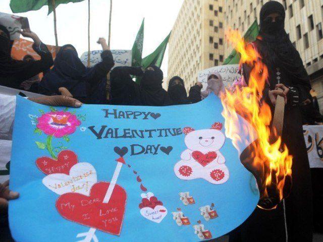 पाक में प्यार पर पाबंदी, वेलेंटाइन डे मनाना इस्लाम के खिलाफ