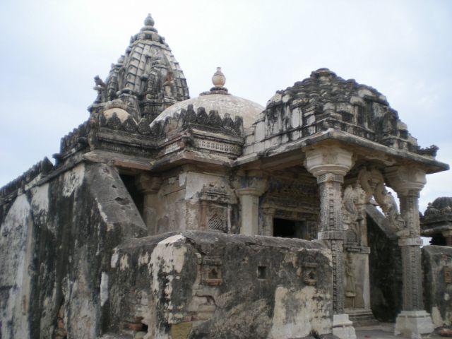 पाकिस्तान में आया असहिष्णुता का मामला - ढहाया हजारों वर्ष पुराना जैन मंदिर