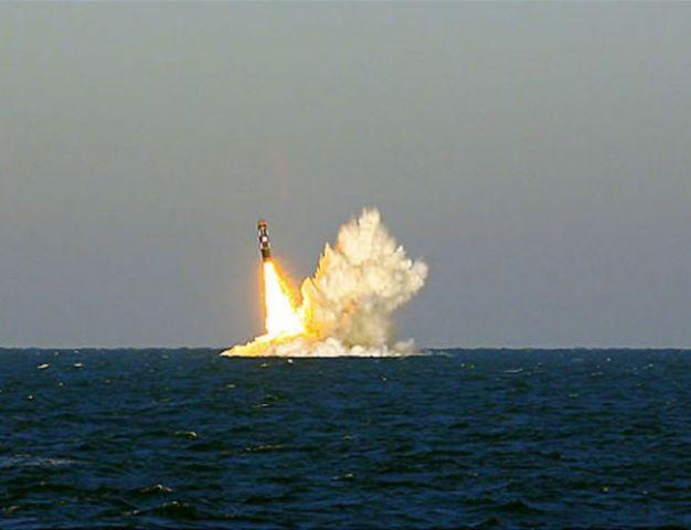अमेरिका ने एक हफ्ते में किया दूसरी बार मिसाइल परीक्षण, जानिए क्यों