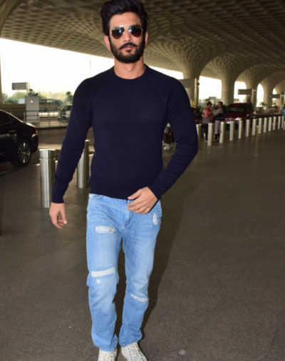Sushant Singh Rajput heads to Chandigargh in a dapper look