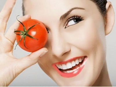 Get glowing skin with this tomato face pack