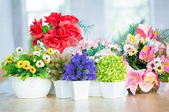 कृत्रिम रंगीन फूलों के साथ अपने घर को दे और नया डिजाइन