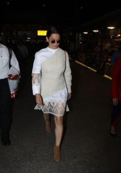 Kangana Ranaut makes heads turn  to her latest airport look.
