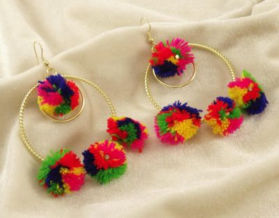 Try these earring styles to give yourself a trendy look !