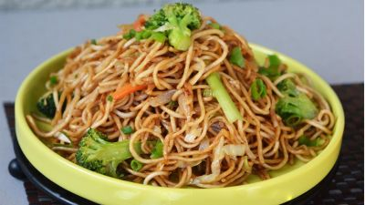 Make tasty Veg Hakka Noodles at home