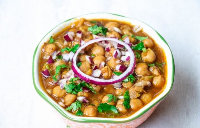 Easy recipe to make delicious Chole Chickpea curry