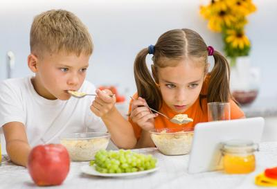 Are you habitual of watching TV while eating then you could be a victim of these severe diseases…