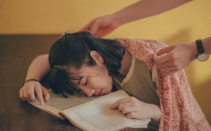 जानिए कैसे नींद हमें सीखने और याद रखने में करती है मदद