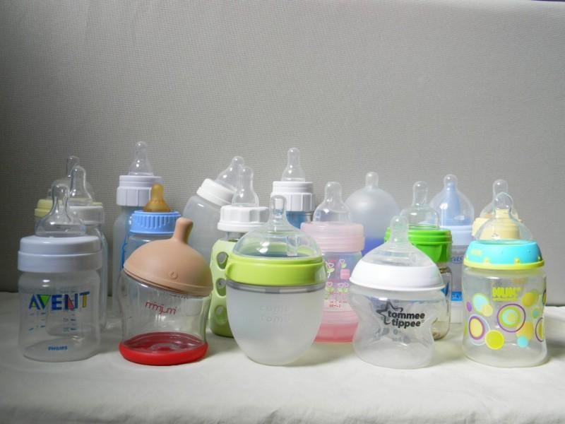 प्लास्टिक की बोतल में बच्चों को दूध पिलाना पड़ सकता है भारी