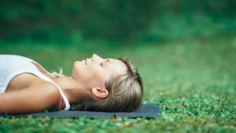 आरामदायक नींद के लिए योग निंद्रा की करें कोशिश
