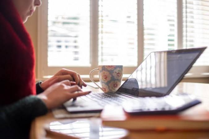 घर पर काम करने से लोगों को हो रही है परेशानी, घरों में बढ़ रहे तनाव