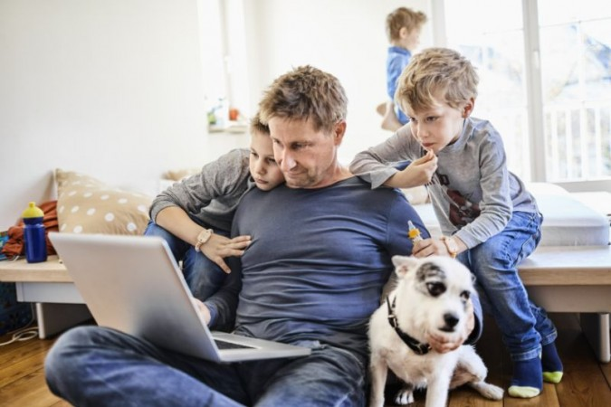बच्चों के साथ घर पर इस तरह से करें काम