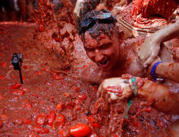 La-Tomatina: Holi with Tomatoes