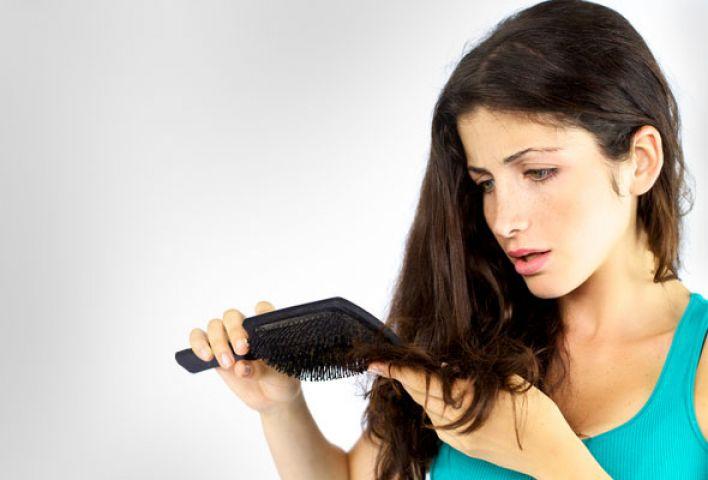 ठण्ड में गिरते बालों को रोके