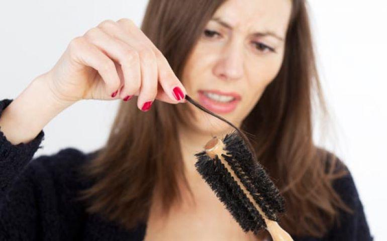 बालों का झड़ना रोकना है तो ट्रॉय करे यह लाल फल