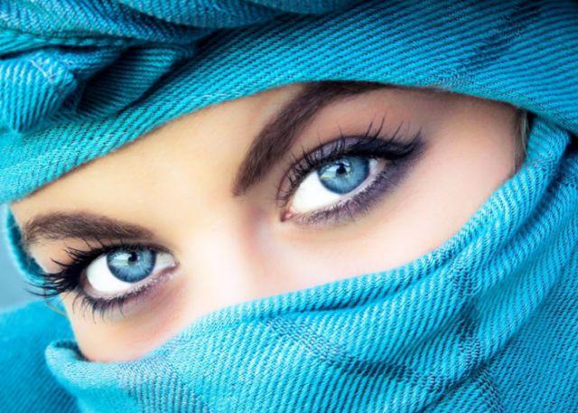 खूबसूरत आँखों को बरकरार रखने के लिए यह करे उपाय