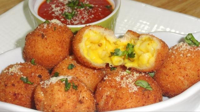 Love cheese ? Cheese corn balls for you !