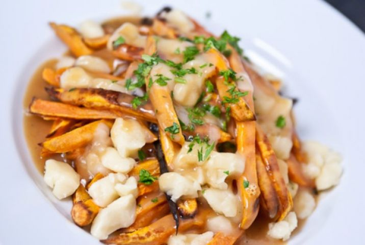 Quick and easy way to make Canadian Poutine !