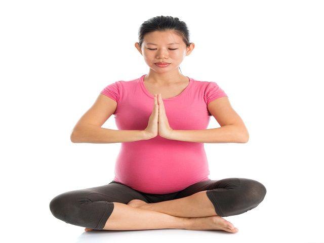 गर्भावस्था के दौरान स्वस्थ रहने के लिए करें सांस के व्यायाम
