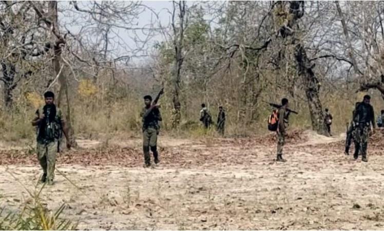 नक्सलियों ने जारी की बीजापुर मुठभेड़ के बाद 'बंधक' बने गए कोबरा कमांडो की तस्वीर