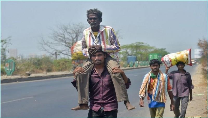 लॉकडाउन के डर से पैदल ही घर लौटने लगे नेपाली मजदूर