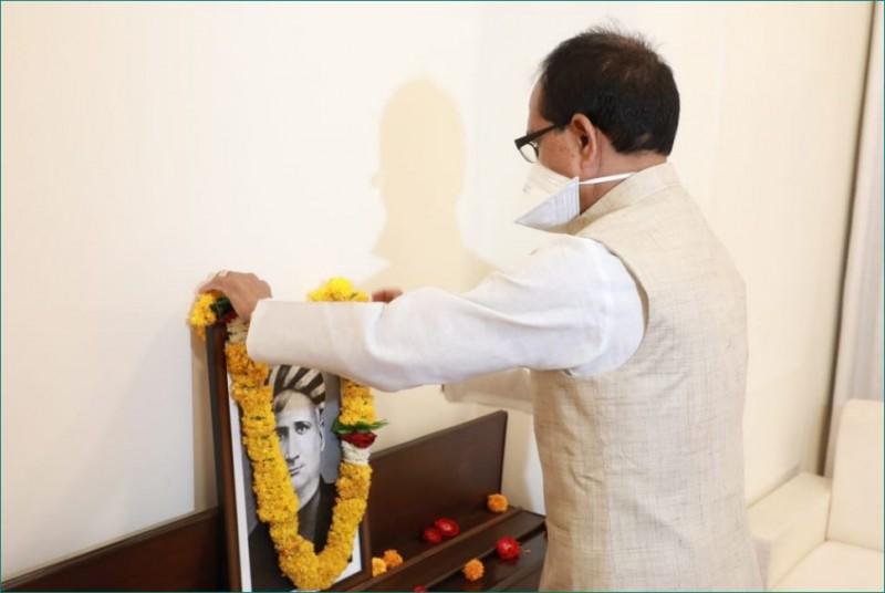 बंकिमचन्द्र चट्टोपाध्याय की पुण्यतिथि पर CM शिवराज सिंह चौहान ने दी श्रद्धांजलि