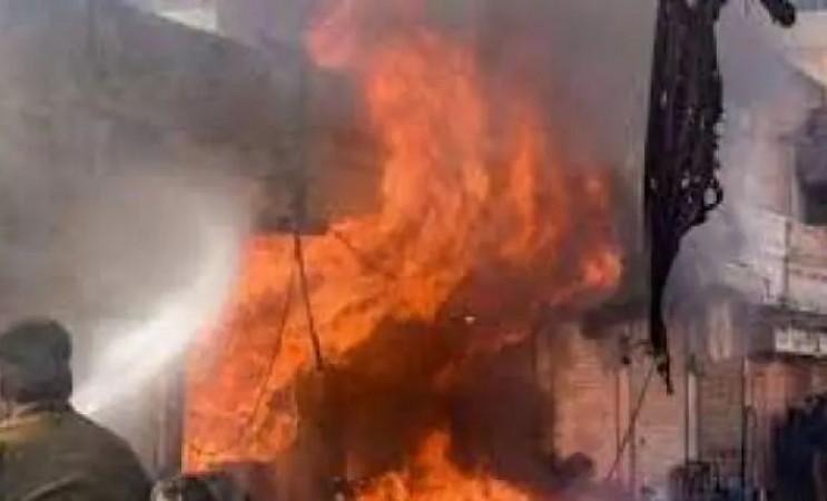 बिजनौर की अवैध पटाखा फैक्ट्री में धमाका, 5 मजदूरों की मौत, 4 घायल