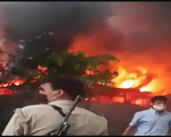 कानपुर में आग का कहर, देखते ही देखते जल गया ATM