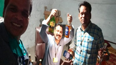 Three Patwari gets suspended for drinking liquor during lockdown, photo went viral
