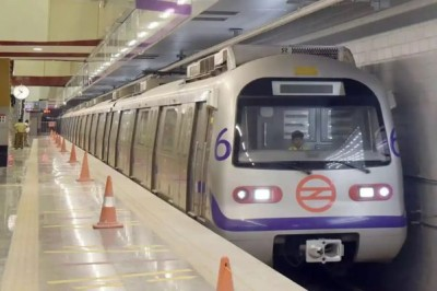 4 metro stations closed in Delhi after lockdown announcement