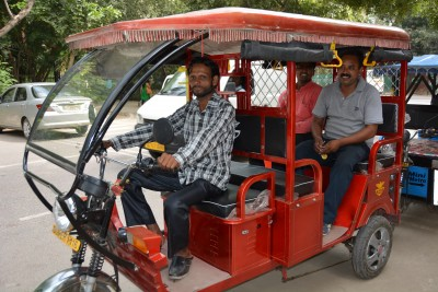 E-rickshaw became unique example of physical distance, Video went viral
