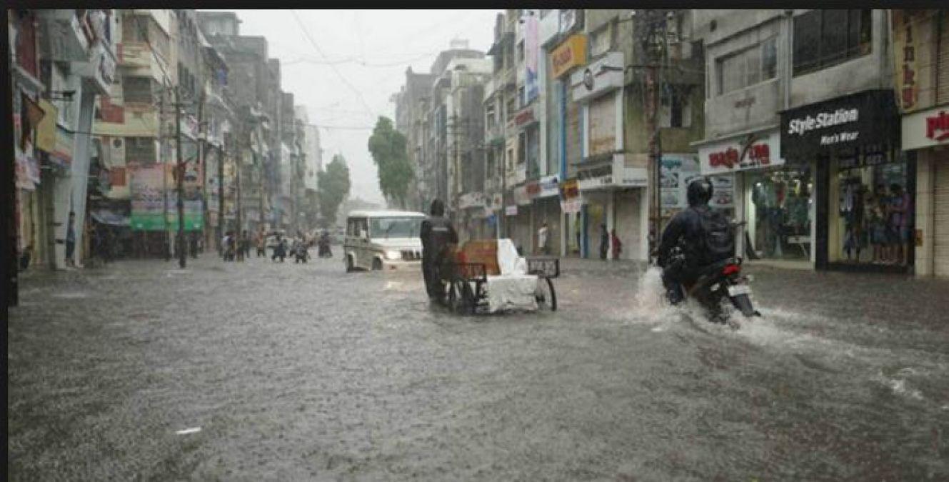 बारिश ने मचाई तबाही, वडोदरा में मूसलाधार बारिश से हुआ ऐसा हाल