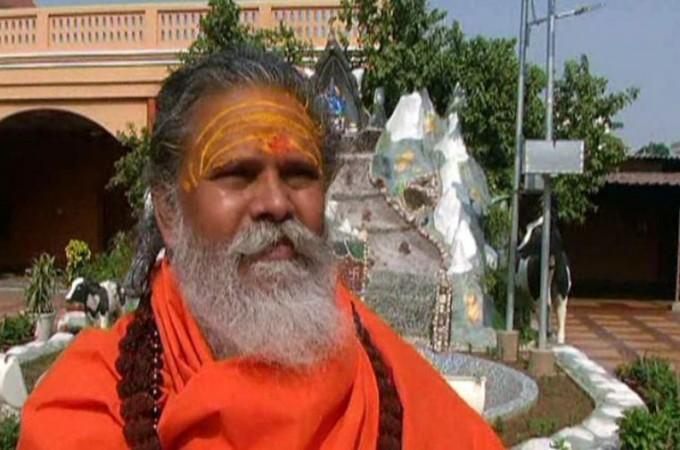 भूमि पूजन में दलित महामंडलेश्वर को नहीं बुलाए जाने पर भड़का अखाडा परिषद्, दी कार्रवाई की धमकी