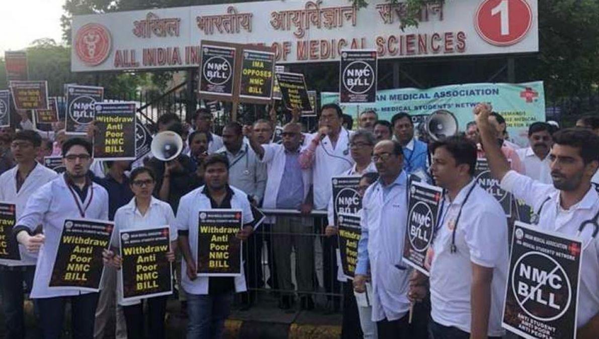दिल्ली में 50 हजार मरीजों पर संकट, NMC के विरोध में हड़ताल पर डॉक्टर्स