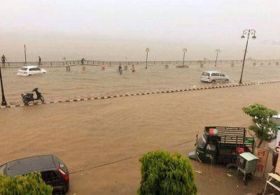 राजस्थान : कई हिस्सों में तीन घंटे लगातार बारिश से हालात खराब, अजमेर में मकान ढहा, युवक बहा