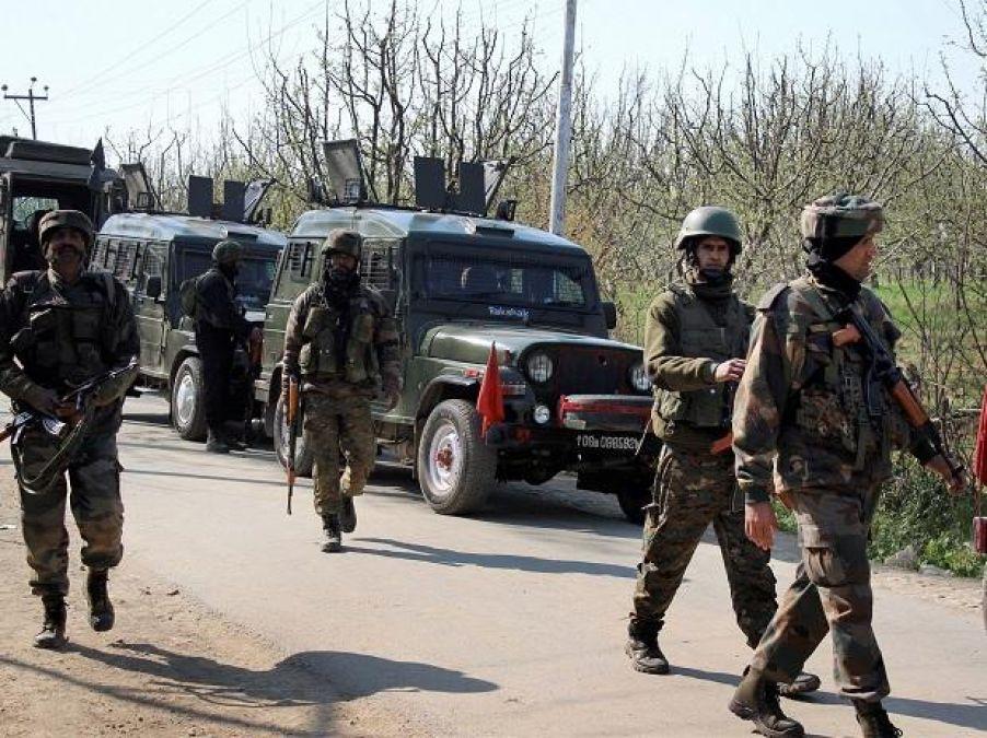जम्मू कश्मीर के शोपियां में मुठभेड़ जारी, एक भारतीय जवान शहीद