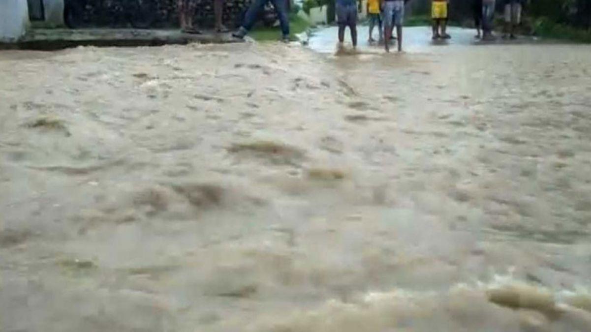 होशंगाबाद में मूसलाधार बारिश ने ढाया कहर, रिहायशी इलाकों में घुसा पानी, सड़कें जलमग्न