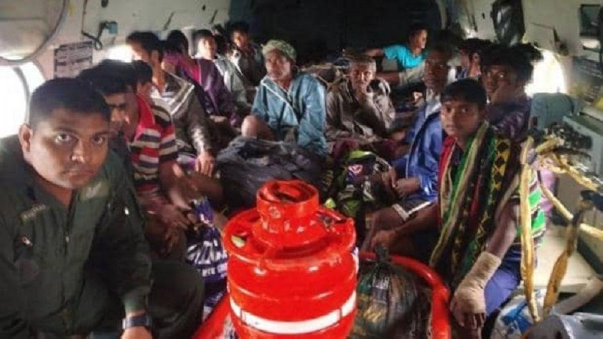 गुजरात में भीषण बारिश से मचा हाहाकार, बचाव कार्य के लिए पहुंची वायुसेना की टीम