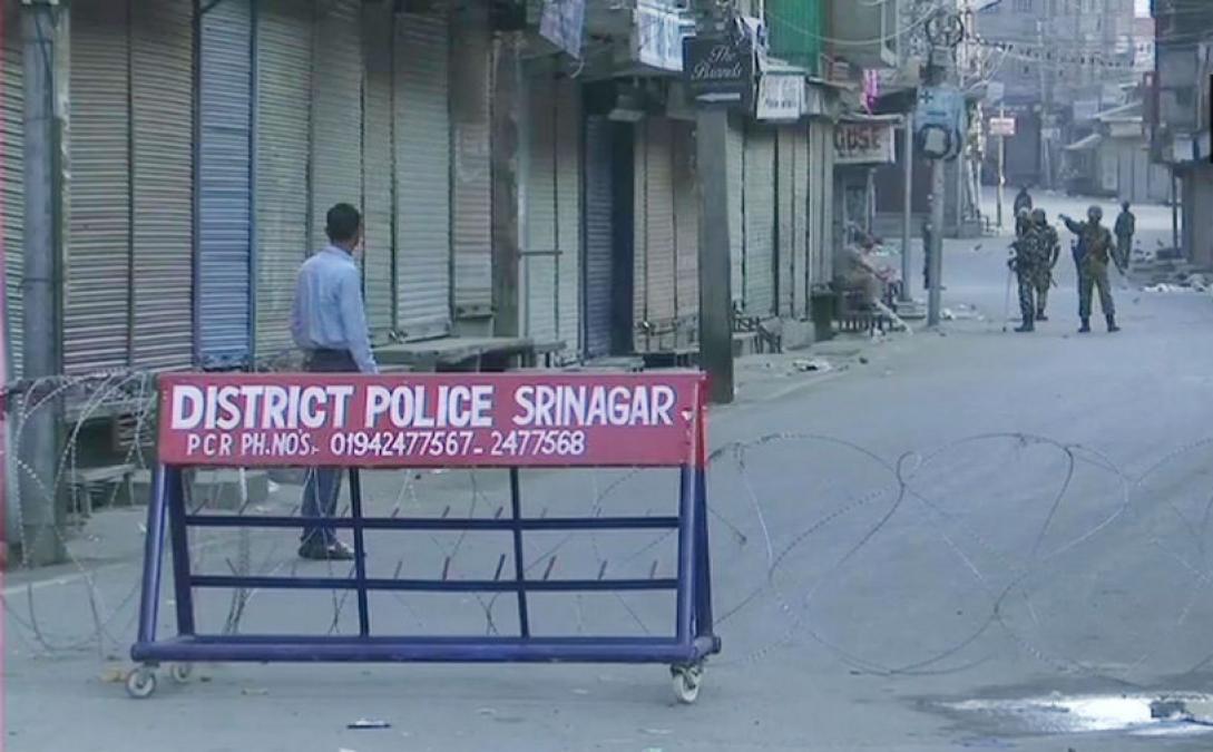 छावनी में तब्दील हुआ जम्मू कश्मीर, धारा 144 लागू, CRPF की 40 कंपनियां तैनात, इंटरनेट सेवाएं बंद