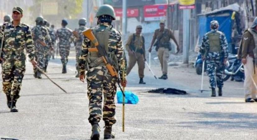 राम मंदिर : बाइक रैली के दौरान दो गुटों में हिंसक झड़प, पूरे इलाके में  कर्फ्यू लागू | NewsTrack Hindi 1