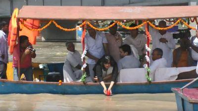 Sushma Swaraj ashes immerse in Hapur's Garhmiteshwar, daughter performed all the rituals