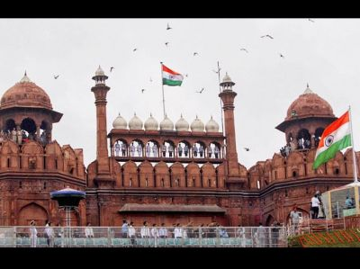 Not 15 but 16 August is most exclusive for the Red Fort, this PM hoisted the tricolour 17 times